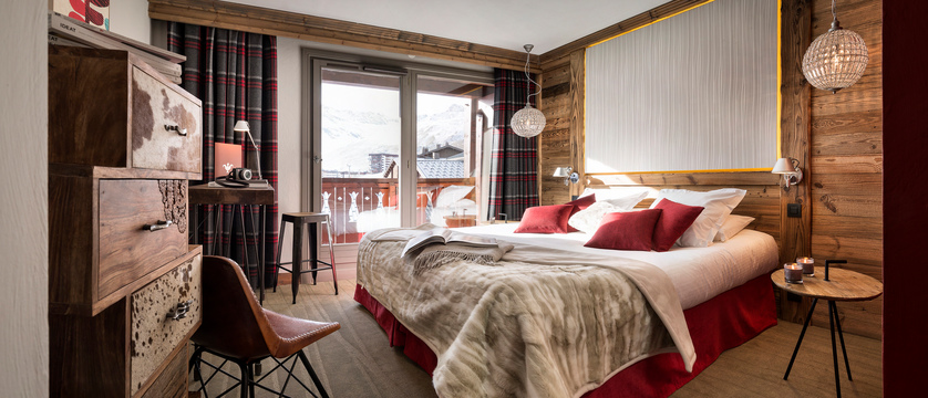 france_espace-killy-ski-area_tignes_village-montana-hotel_bedroom2.jpg